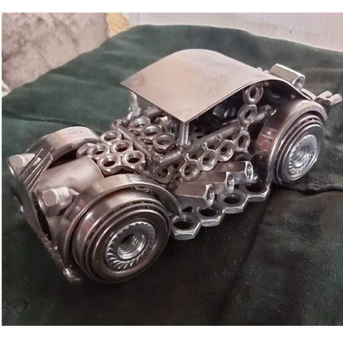 auta Sochy z kovu detail hlavne maticky